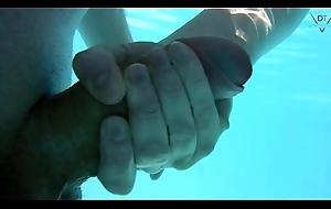 Am Pool gefickt und Unterwasser weiter gevö_gelt
