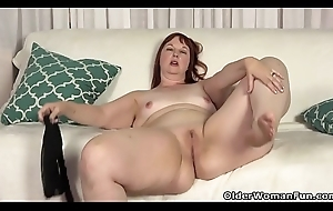 USA milf Scarlett shows us her nyloned wide hips with an increment of take