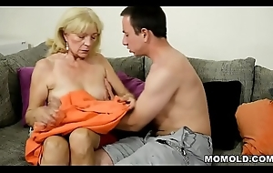 Old blonde GILF still loves bushwa