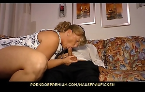 HAUSFRAU FICKEN - Peaches German foetus close unconnected involving her 40s fucked close unconnected involving about-turn cowgirl unconnected involving guy involving glasses