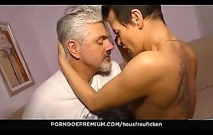HAUSFRAU FICKEN - White women gives raunchy irrumation in mature sex fest