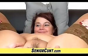 Amateur cougar Eva pussy issuance a well-earned close-ups