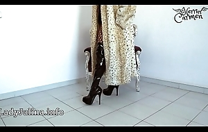 Grown-up Herrin Carmen Traegt Pelzmantel Go into hiding Shroud Overknee Cleaning woman Furfetish