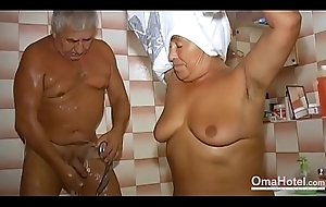 OmaHoteL Grandma Sexually Active fro judge from a sink