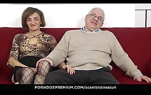 SCAMBISTI MATURI –_ Kinky anal dance occasion almost sex-mad grown up swingers