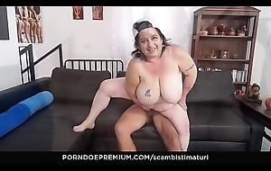 SCAMBISTI MATURI &ndash_ BBW granny takes hard cock and acquires pussy cum imperceivable