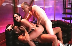 Raven-haired pornstar in high heels gets double dicked